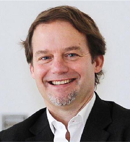 Portrait Prof. Dr. Joerg Eberhardt